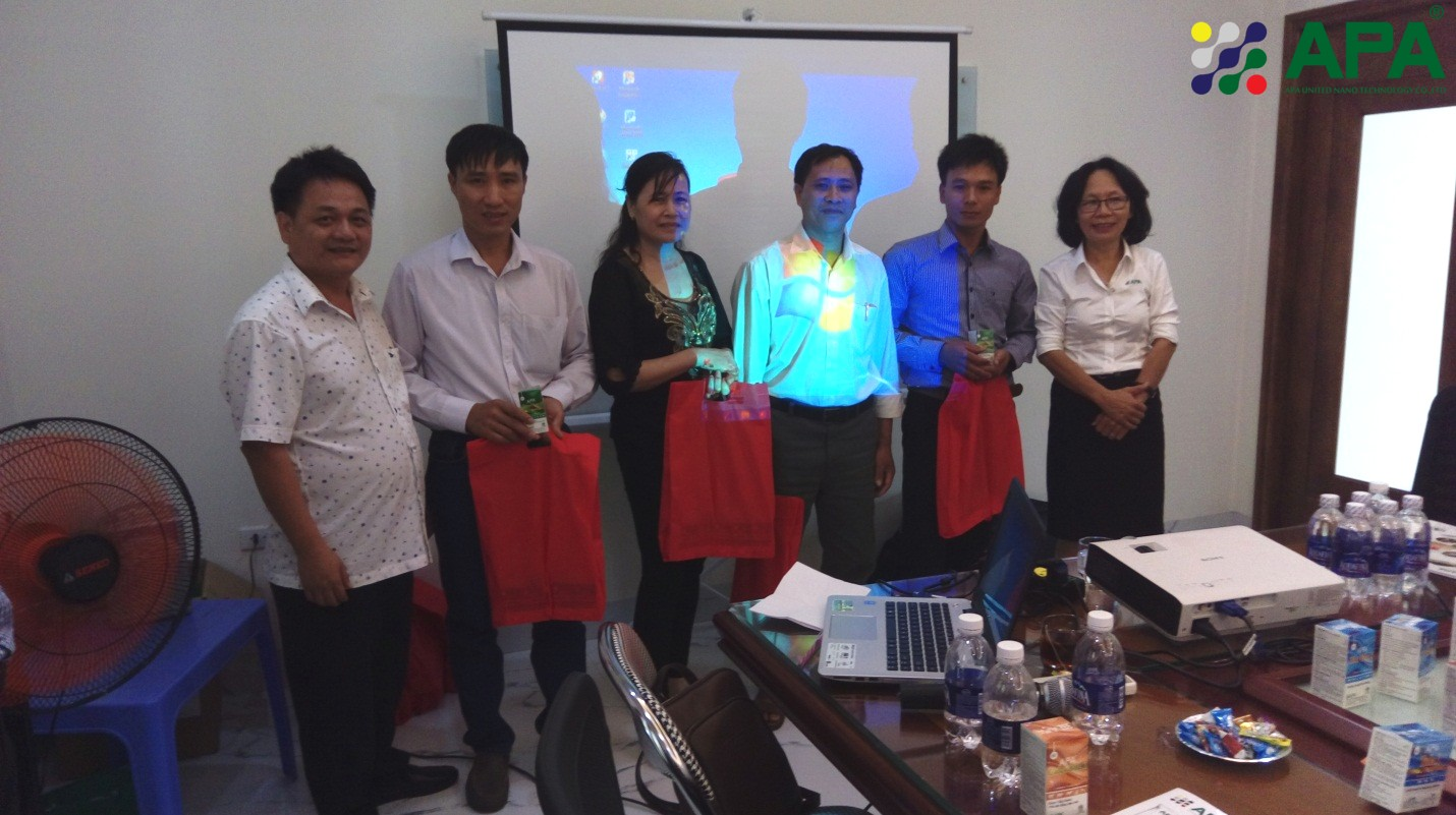 Photo: Customers with lucky gifts. Source: APA